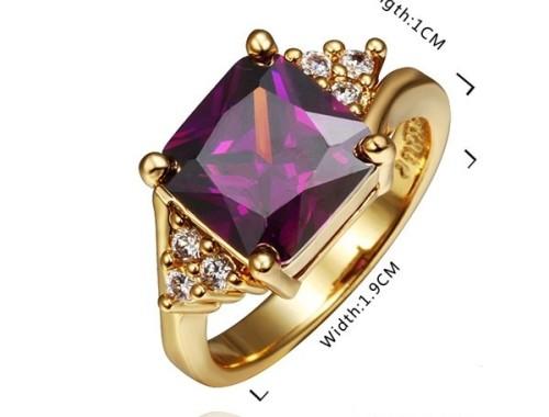 Женское кольцо с большим фиолетовым камнем