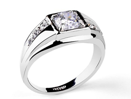 Шикарное посеребренное кольцо с большим фианитом
