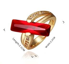 Великолепное кольцо с красным кристаллом