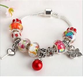 браслет Pandora с красными шармами