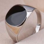 Перстень с чёрной вставкой