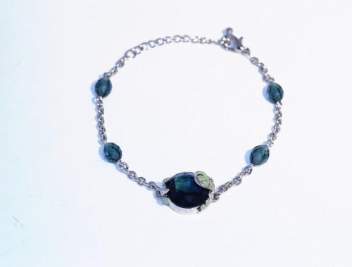 Браслет с зелёными кристаллами