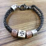 Плетёный чёрный кожаный браслет
