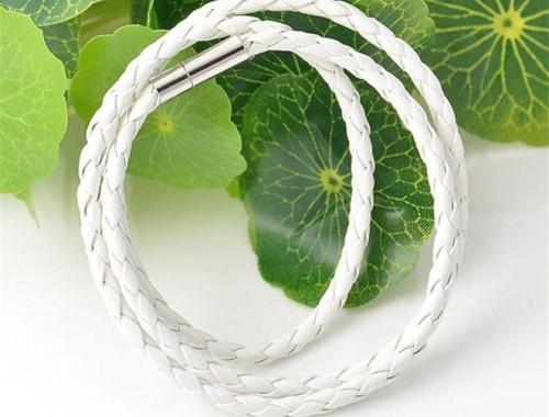 белый кожаный браслет