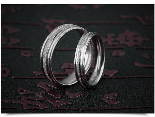 Белые парные кольца из стали