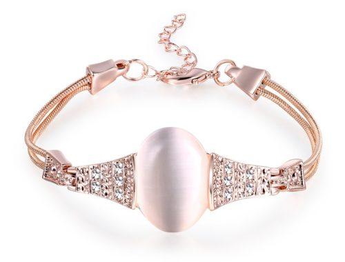 Женский браслет с овальным камнем
