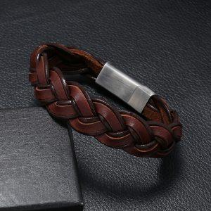 Коричневый плетёный браслет из кожи